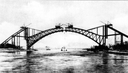 ingridrichter:  Hell Gate Bridge construction, 1915. Courtesy Robert Singleton. Images of America: Long Island City, 2004.