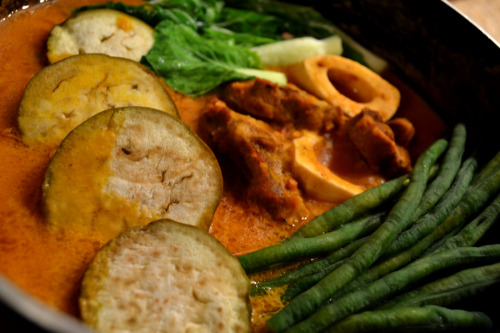 manyamanblog:  Kare Kare-I am proud to say that this delicious Filipino, peanut based stew originated in Pampanga :) Whenever I cook this, I make sure to use lots of peanut butter, lots of ground toasted peanuts, and actually incorporate some of the bagoong (Which is usually served on the side) while sauteing…I also make sure the sauce has just the right consistency, not too thick and not too runny either. A little manyaman tip for you all: after you get the right consitency and desired tenderness of your meat, add about a half stick of butter into your Kare Kare. It will make your sauce more smooth, more savory, and of course more manyaman!  Oooohhh… *drooling..