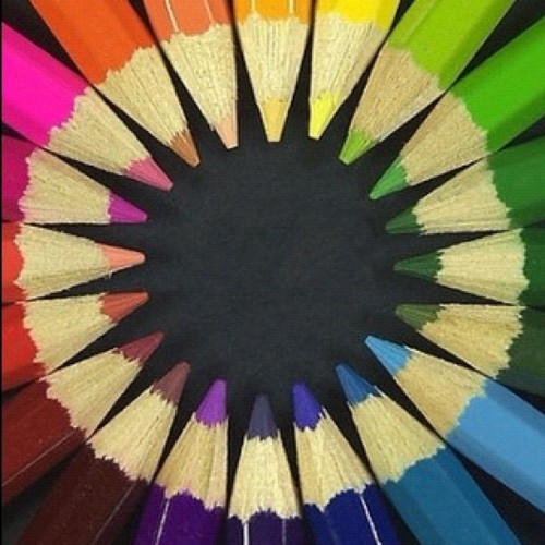 #pencil #colors #circle #yellow #red #purpke #blue #green #orange #brown # (Tomada con instagram)