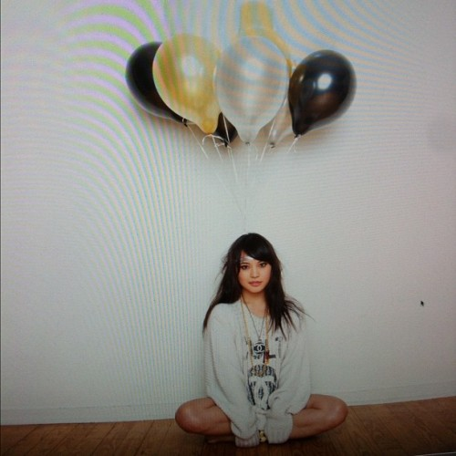 sosupersam:  Photoshoot earlier. Balloon headdd (Taken with instagram)
