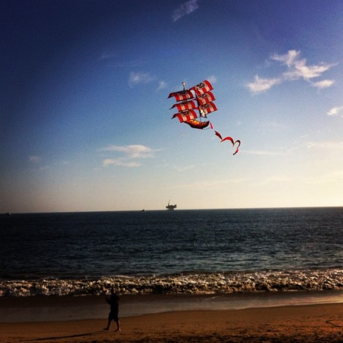 #pirate #kite at #sealbeach today. Oil rig in the background.  (Taken with instagram)