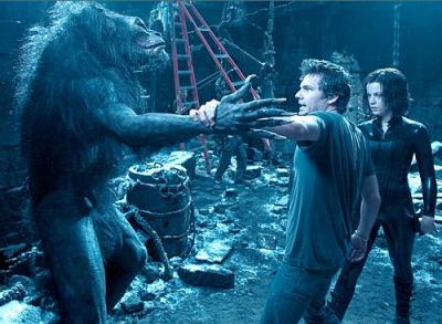 hellyeahunderworld:  Len Wiseman helping Kate Beckinsale with a stunt on the set of Underworld: Evolution.