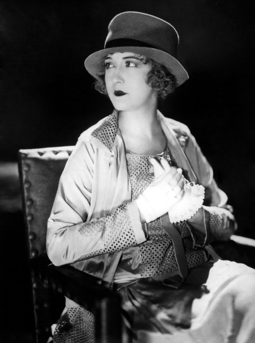 wehadfacesthen:  Happy Birthday to Dorothy Gish (March 11, 1898 – June 4, 1968) via whataboutbobbed  HAP———- PY BIRTHDAY.
