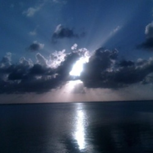 #Cancun #sunset #evening #sea #dun #clouds #light  (Tomada con instagram)