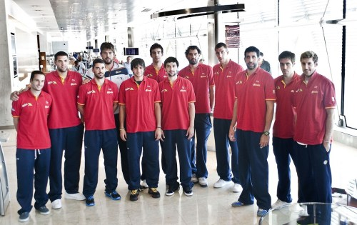 fuckyeahrudyfernandez:  The Spanish National Basketball Team in an Airport