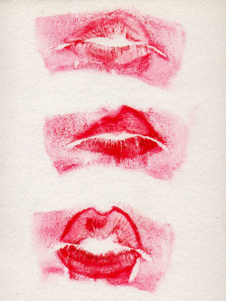 showslow:  Kiss Kiss Kiss by Berta Loui