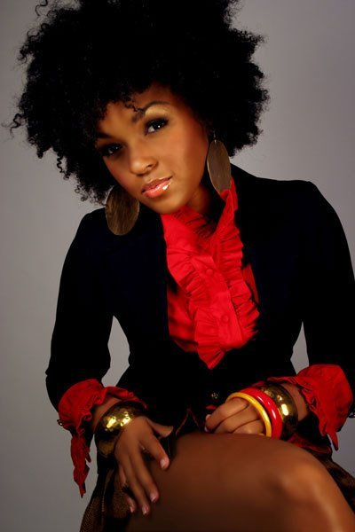 thefingerfuckingfemalefury:  rubato:  skiwizzle:  Janelle Monae, hair down, wow.  can we just oh my god she's perfect  SO PERFECT