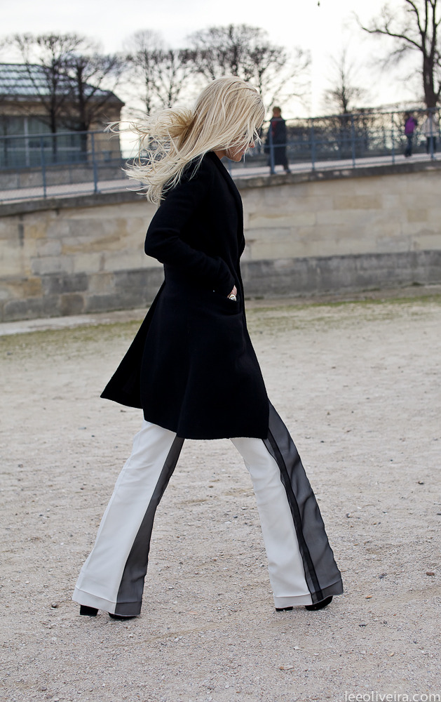 Black & White at Paris Fashion Week Image: leeoliveira.com
