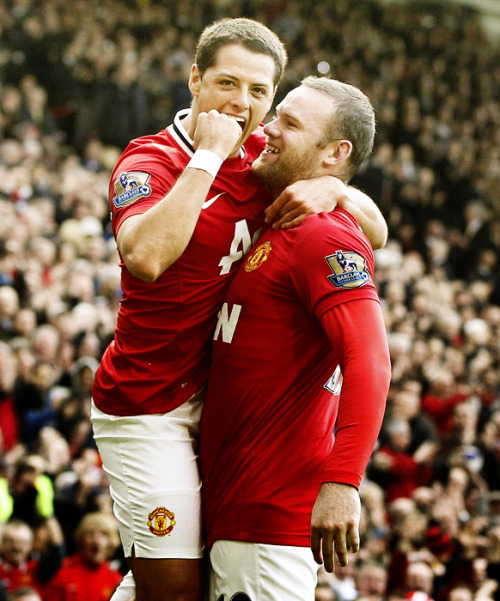chicharito & rooney celebrating | 11.03.12
