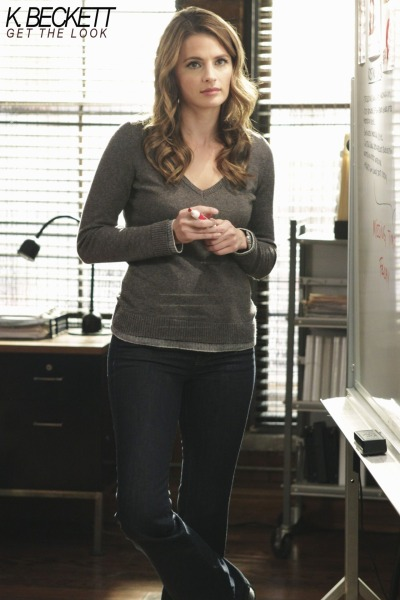 The first time we see Beckett in this double layered sweater is somewhere in season 3. (via http://fashiononcastle.blog.com/archives/429/)