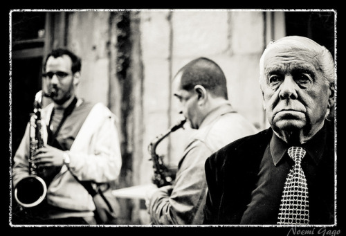 "Escuchando monos on Flickr. Blues en las calles del Casco Vello de Vigo con la banda ""El Mono Azul"""