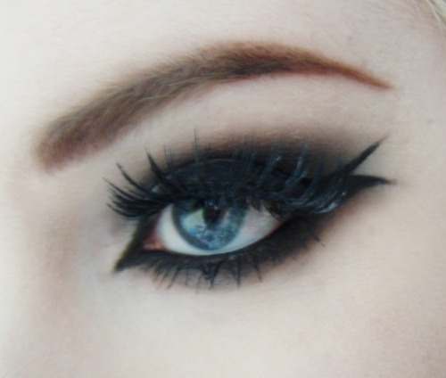 Playing with eyeliner :) http://strawbryshortcake.tumblr.com/