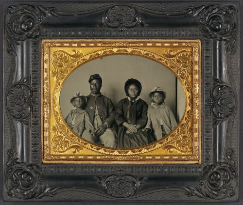 tobia:  Unknown African-American Union soldier with his wife and children (between 1863-1865).