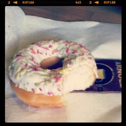 😁 😌 #donut#arnoldcoffee#sweets##coffee#milan#italy#instagram##instadaily#instagood#bite#popular#follow  (Taken with instagram)