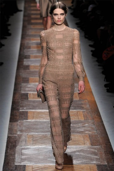 In addition to being beautiful as usual, Valentino Fall/Winter 2012 collection carries some interesting design details which drop a hint about the Fall/Winter fashion trends. On the runway, I saw lots of black and camel (the everlasting colors), the jumpsuit trend is gonna to last, and the Asian inspired fabric buttons are the key elements of the design. Do they suit your taste?  _______________________ Follow GV Miao fashion blog on: Blog: http://la-mode-by.gvmiao.com/ GV Miao fashion blog fb page: Fashion Blog: La Mode by GV Miao - an Oriental Perspective  bloglovin': http://www.bloglovin.com/blog/3102018/la-mode-by-gv-miao Twitter: http://twitter.com/GV_Miao Tumblr: http://lamodebygvmiao.tumblr.com/ Google+: http://www.gplus.to/gvmiao Pure Bloggers.com: http://purebloggers.com/profile-4147/ Fashiolista: http://www.fashiolista.com/style/gwenvikkeymiao/ Chictopia: http://www.chictopia.com/GV_Miao