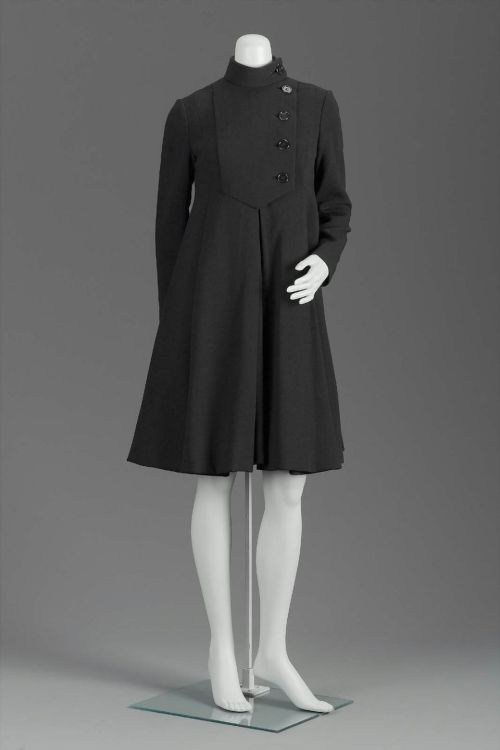 omgthatdress:  Coatdress Geoffrey Beene, 1960s The Museum of Fine Arts, Boston  One of my favorites from this designer! I would wear this every day, everywhere between October in March.