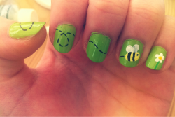 loveisfreelifeischeap:  Bee nails today :) these make me happy.  adorable