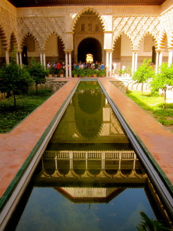 lovenwanderlust:  Inside Real Alcazar in Seville, Spain.    Gorgeous photo of the inside of the Alcazar