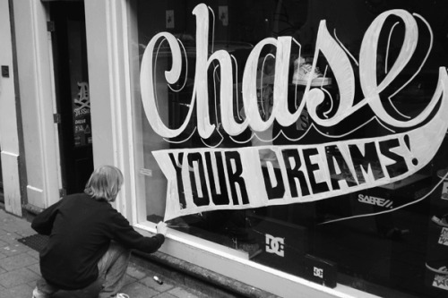 'Chase your dreams' window drawing, Pieter Ceizer