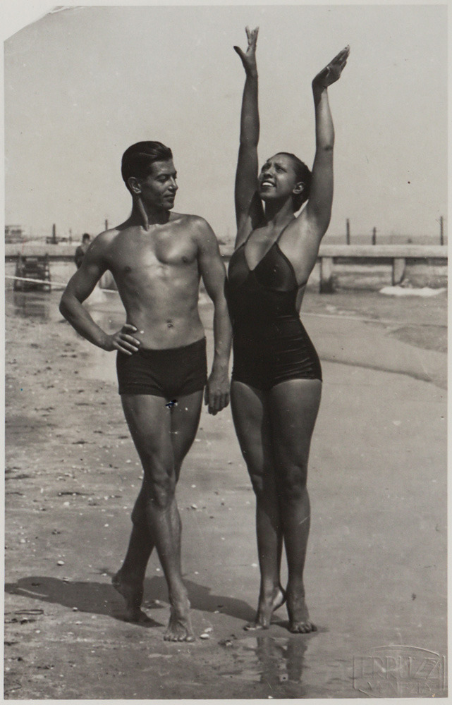 giantbeard:  Josephine Baker and the legendary Russian ballet dancer Serge Lifar on the beach, probably somewhere in France. Very probably in the early 1930s. Photo: Hôtel des Ventes, Genève
