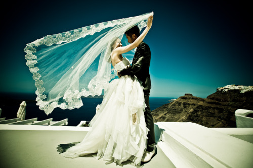 mkourti:  wedding photography at Santorini, by www.mkourti.com  I absolutely love pictures like these.