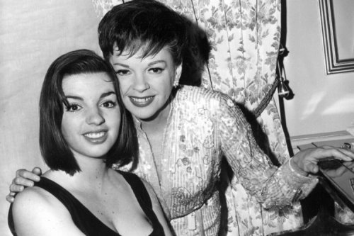 Liza Minnelli with mother Judy Garland (1964)