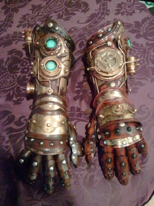 steampunk gauntlet/gloves by *Skinz-N-Hydez
