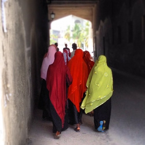she comes in #colors everywhere #stonetown #zanzibar #tanzania (Taken with instagram)