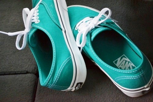 k33pinitclassy:  vans. off the wall.