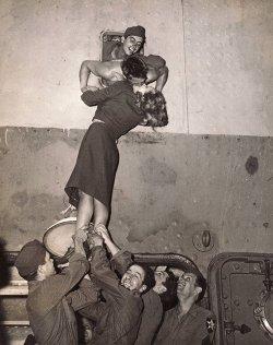 love girl Black and White friends kiss soldier war militar