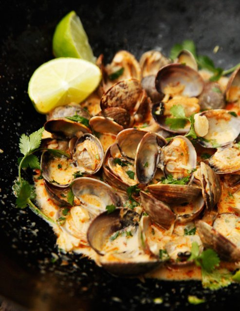 fooddrinkandmore:  Red Curry, Coconut, and Ginger Infused Steamed Clams