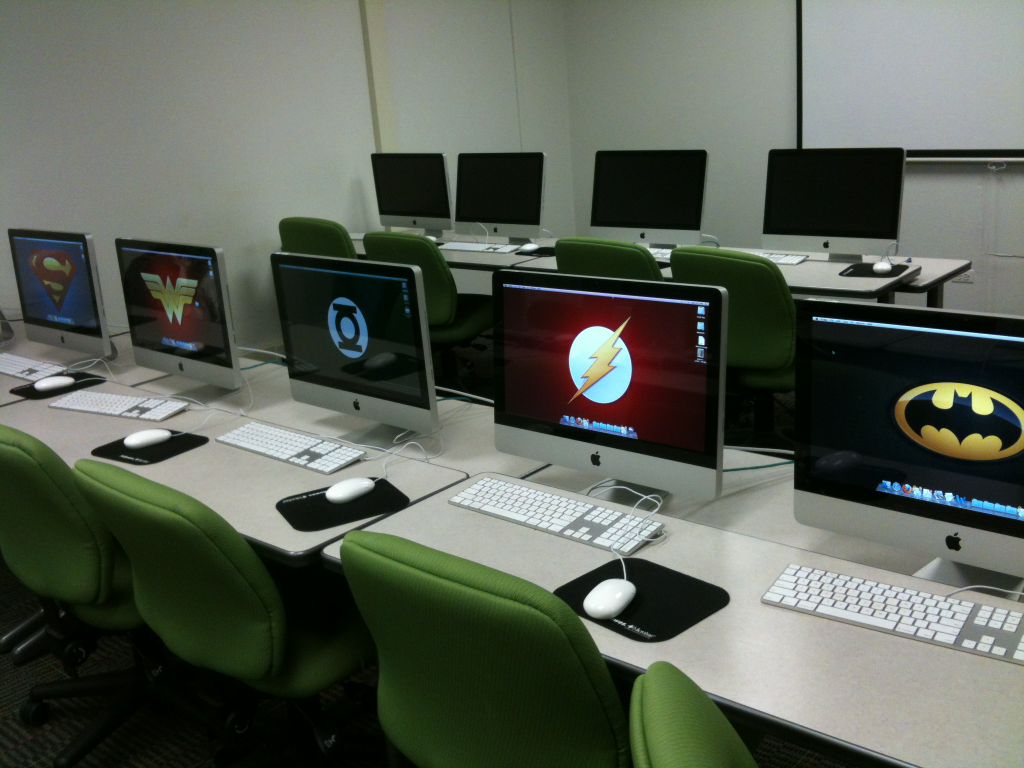 holytoledobatman:  Today in class, I changed all the wallpapers in my row to Justice League members. Because I'm cool.