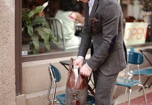 youngmanandoldsoul:  At times, I miss dressing up for work. Mettings and suits and what not. Then I get to work and feel a saw shaking in my hand or the smell wood being cut and remember why I love my job. Dapper suit here though.