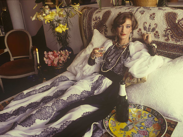 moresweetthanbitter:  loulou de la falaise in her left bank apartment, 1982