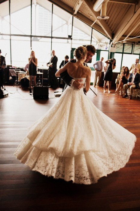 weddingdaydreams:  This dress is lace perfection!