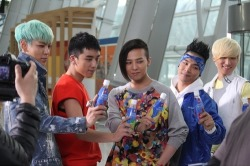 ygfamilyy:  BIGBANG - BTS of Sunny 10 CF @ Incheon Airport!