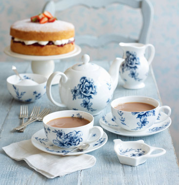 its-abeautiful-world:   Pretty tea time more about beautiful world http://its-abeautiful-world.tumblr.com