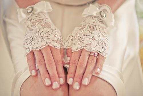 Such a pretty idea for little gloveletts. I'm a sucker for lace though!