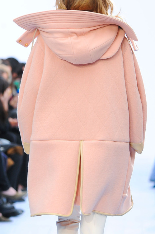 quick-cash:  gaptoothbitch:  CHLOE FW 2012  looks so comfy