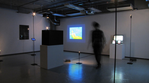 Event name : 2012 graduation exhibition visual media course at Kyoto University of Art and Design We design exhibition room of the exhibition space and screening. The lighting was reborn to rebuild the stand light illumination of IKEA, with the height of the stage 5. Exhibition design : Sita de solar