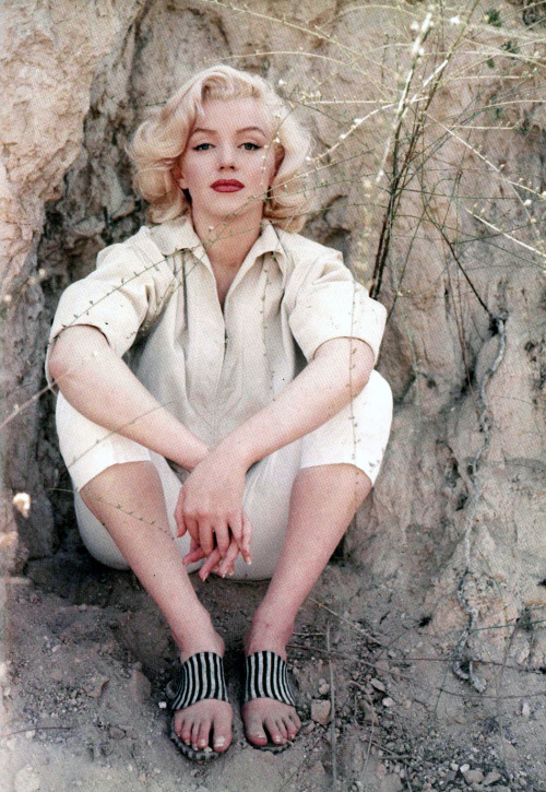 suicideblonde:  Marilyn Monroe photographed by Milton Green in Laurel Canyon in 1953