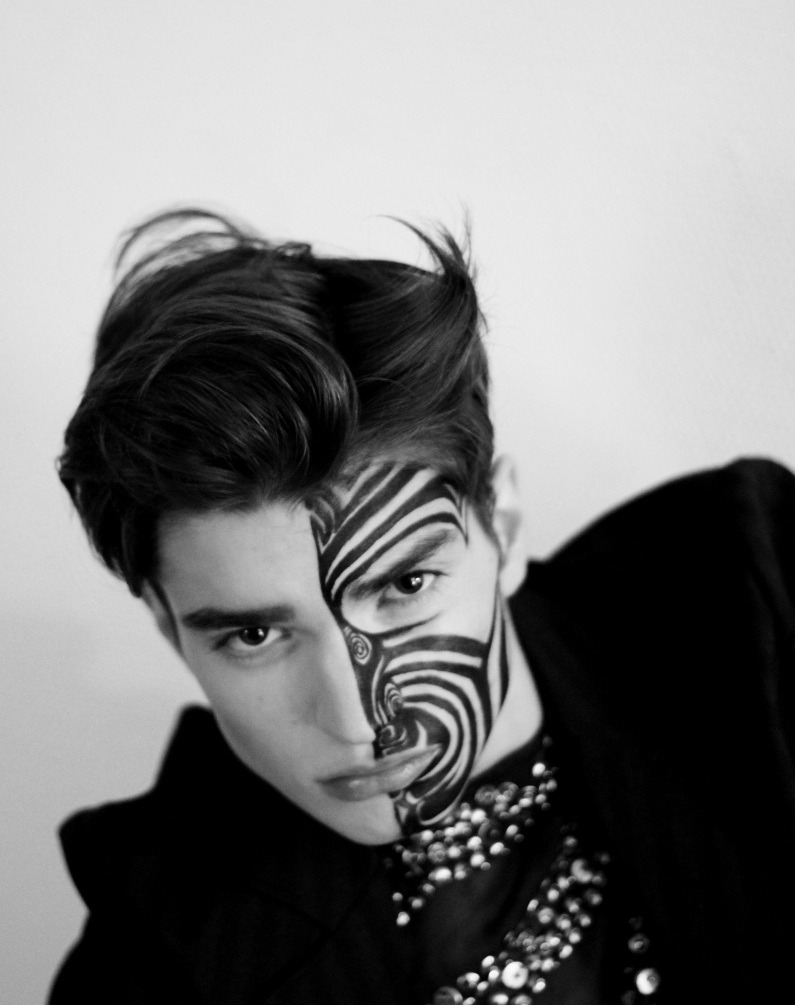 frenchpatrick: 031412 18 I follow back. ALEXANDER FERRARIO