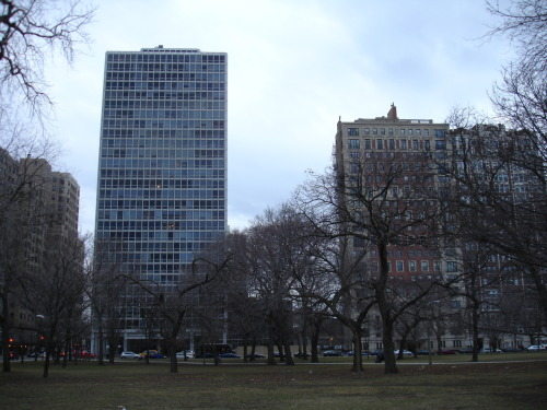 old and new. left: 2400 n. lakeview ave, ludwig mies van der rohe, 1963. middle: 2430 n. lakeview ave, rebori, wentworth, dewey & mccormick, 1927 right: 2440 n. lakeview ave., rissman & herschfield, 1927 all in lincoln park.