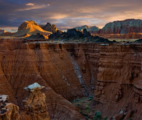 screw nepal, i'll just explore the u.s. fuckyeahprettyplaces:  Capitol Reef National Park, Utah.