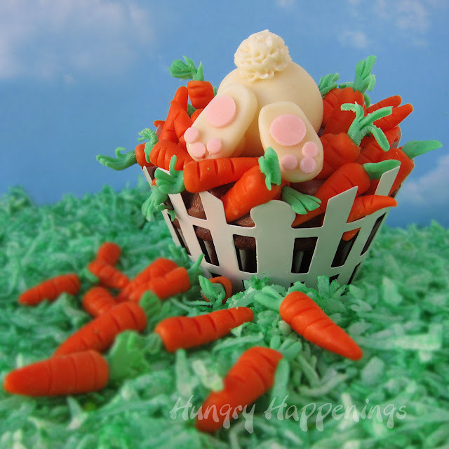 gastrogirl:  adorably ravenous rabbit cupcake.