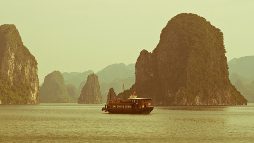 Halong Bay, Quang Ninh Province, Vietnam. by Flash Parker on Flickr.