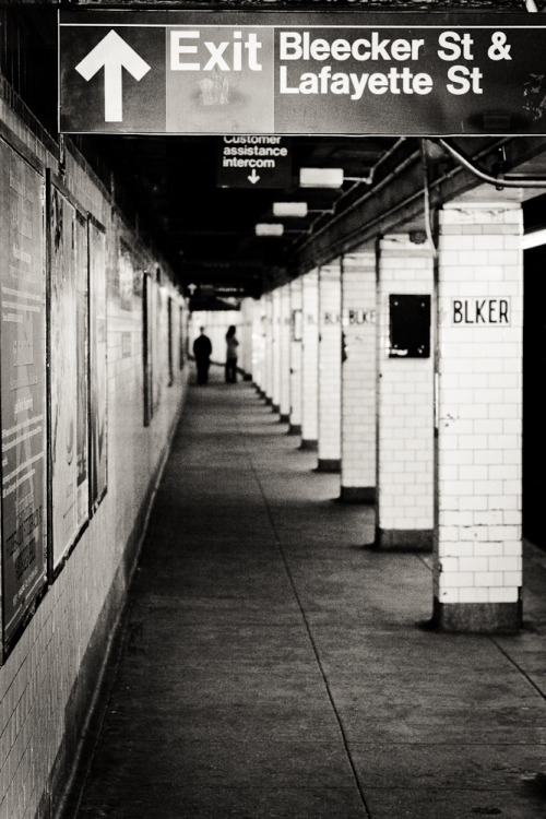 Metro de Nueva York; estación de la calle Bleecker. New York Subway; Bleecker St. Station.