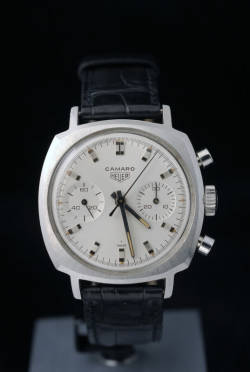 hodinkee:  tokyo-bleep:  Heuer Camaro  Used to have one of these.  Miss it…