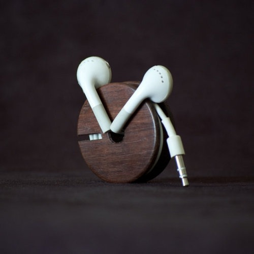 theblackworkshop:  Wood_Earbud_Holder__Earphone_Organizer