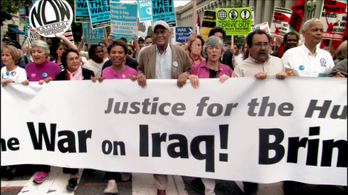 Harry Belafonte protests the Iraq War